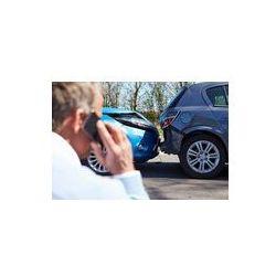 Foto naklejka samoprzylepna 100 x 100 cm - Podejmowanie kierowca telefon po wypadku drogowym