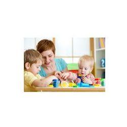 Foto naklejka samoprzylepna 100 x 100 cm - Dzieci i matka gry kolorowe gliny zabawki