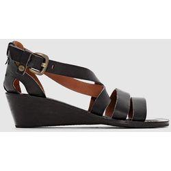 Skórzane sandały na koturnie Fantasia