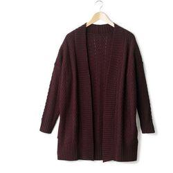 Długi niezapinany sweter o jajowatym kształcie