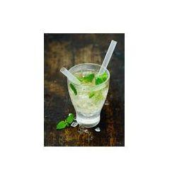 Foto naklejka samoprzylepna 100 x 100 cm - Schłodzona wódka lub gin koktajl hugo na lodzie