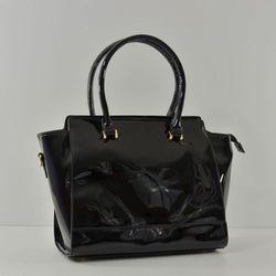Czarna duża lakierowana torebka