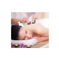 Foto naklejka samoprzylepna 100 x 100 cm - Piękna kobieta o masażu wellness pleców gorącymi kamieniami